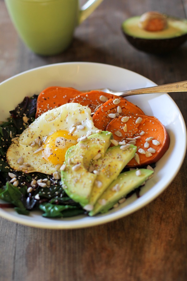 Sweet_potato_and_beet_green_breakfast_bowls_2